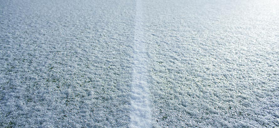 https://rasen-kunststoff-sport.com/wp-content/uploads/2020/11/kunstrasen-winter-1.jpg